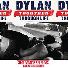 "Capa do disco ""Together Through Life"""