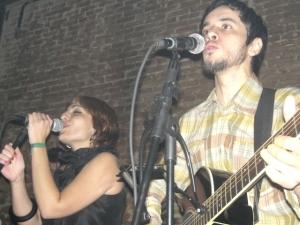 Os vocalistas Luiz Campos e Mariana Cetra