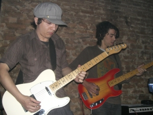 Paulo Matos (guitarra) e Carlos Costa (Baixo)