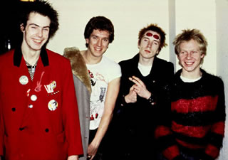 Sex Pistols 'sorrindo', 1977
